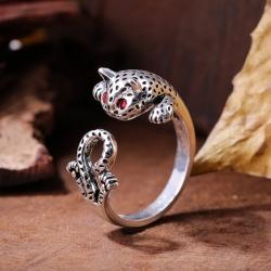 Leopard Cat Shaped Eyes Red Zircon Stone Ring