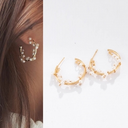 Creative C-Shaped Pearl Earrings
